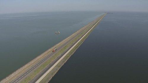 686252495-houtribdijk-markermeer-ijsselmeer-pays-bas.jpg